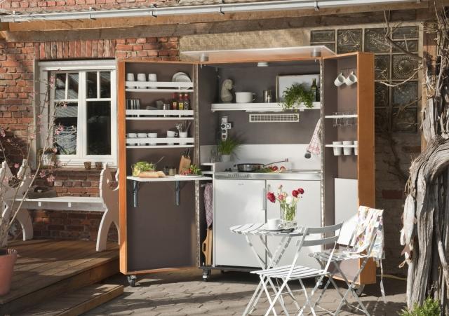 Duesseldorf-Info.de - Düsseldorf Infos & Düsseldorf Tipps | Mit allem drum und dran: die selbst gebaute Outdoor-Küche – im Freien gut geschützt durch Bondex Express Holz-Farbe und Express Holz-Lasur.