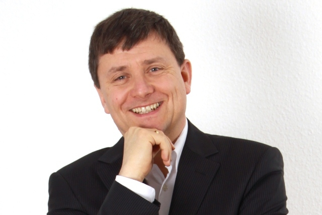 Europa-247.de - Europa Infos & Europa Tipps | Aretas-Geschäftsführer Dr. Roland Fleischer referiert in Lissabon.