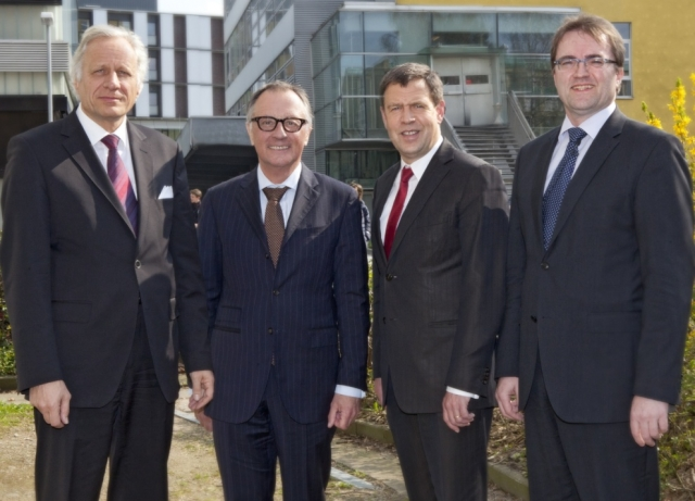 Versicherungen News & Infos | Experten beim 11. Eppendorfer Dialog zur Gesundheitspolitik (v.l.n.r.): W. Plassmann (KV Hamburg), Dr. R. Koschorrek (MdB), Dr. A. Meusch (TK), Prof. Dr. M. Augustin (UKE)