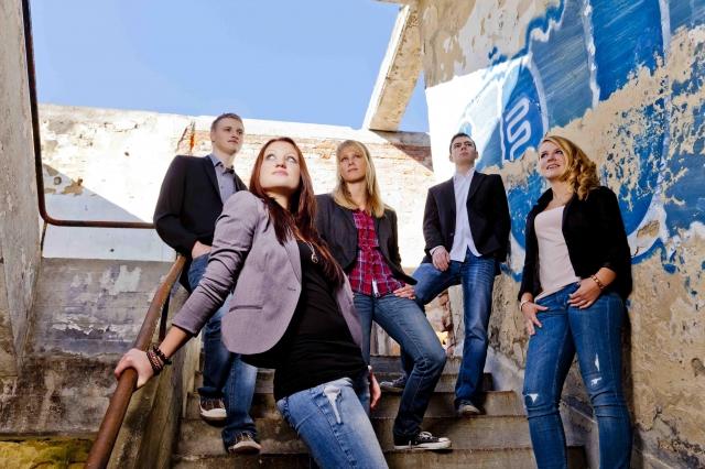 Saarland-Info.Net - Saarland Infos & Saarland Tipps | Wollen in Deutschland und Japan durchstarten: Marcel, Elena, Jenny, Frank und Laura von der Popgruppe TAEXI