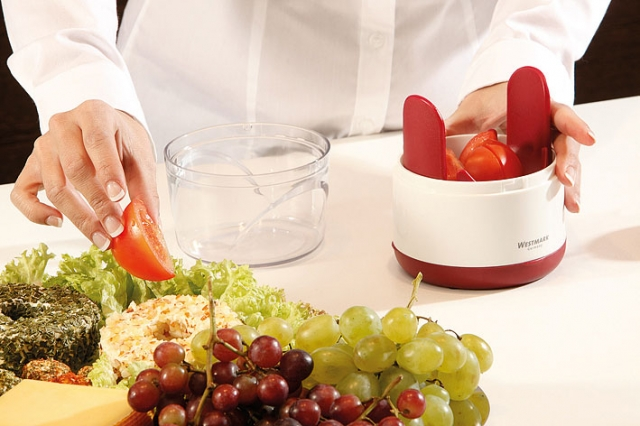 Nordrhein-Westfalen-Info.Net - Nordrhein-Westfalen Infos & Nordrhein-Westfalen Tipps | Schneiden und dekorieren ist mit dem Vitamino von Westmark kein Problem. Selbst Tomaten werden mühelos zerteilt.