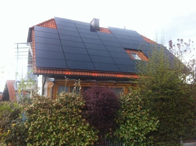 Haussanierung: | Auch der Einbau einer Photovoltaikanlage gehört zur Energiesanierung