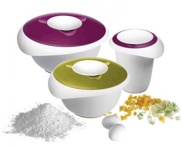 """Westmark bietet mit """"Passion"""" ein neues formschönes Backtrio in Trendfarben mit Aromaschutzdeckel und Spritzschutz."""