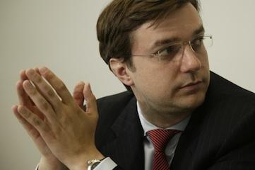Technik-247.de - Technik Infos & Technik Tipps | Simon Vestner, Geschäftsführer der Vestner Aufzüge GmbH, bildet seine Mitarbeiter darin aus, Verantwortung zu übernehmen