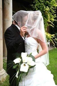 """Heirat und Versicherung: Nach einer Hochzeit stehen viele Ã""""nderungen an - einige davon können ganz schön unromantisch sein."""