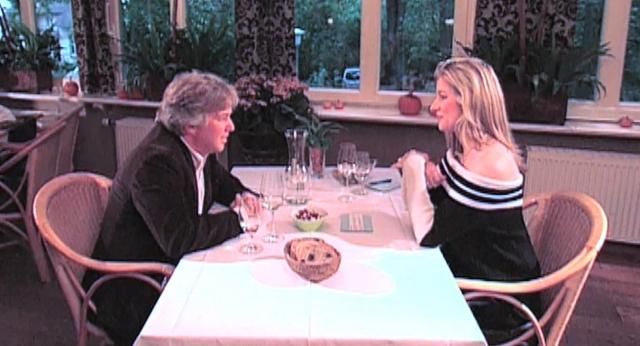 Rheinland-Pfalz-Info.Net - Rheinland-Pfalz Infos & Rheinland-Pfalz Tipps | Trafen sich zum Tischgespräch: Susan Stahnke (r.) begrüsste Komponist und Musiker Rolf Zuckowski (r.) zum Promi-Talk auf FAN Television. (Foto darf verwendet werden)