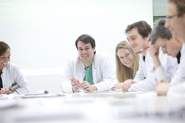 Nordrhein-Westfalen-Info.Net - Nordrhein-Westfalen Infos & Nordrhein-Westfalen Tipps | Urologie ist Teamwork: Auch mit Spezailisten der anderen Fachbereiche des Aachener Uniklinikums werden die optimalen Behandlungs- und Therapiewege besprochen.