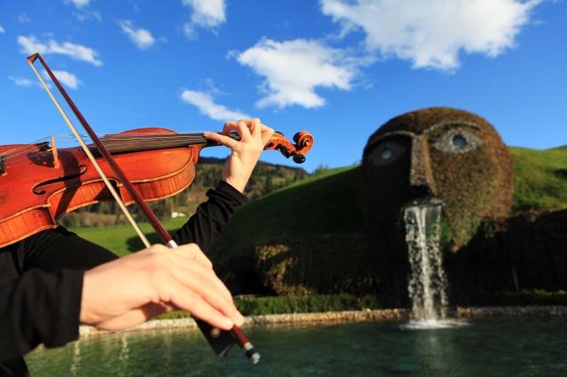 Oesterreicht-News-247.de - Österreich Infos & Österreich Tipps | Die Musik Johann Sebastian Bachs als Ausgangs- und Bezugspunkt für Komponisten und Musiker späterer Epochen ist von jeher Teil der Konzertprogramme bei Musik im Riesen. 2012 gilt seinen Solo- und Kammermusikwerken ein eigener Festivalschwerpunkt.