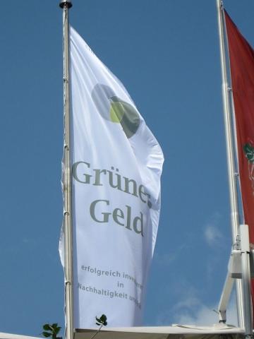 Alternative & Erneuerbare Energien News: Messe Grünes Geld - Fahne