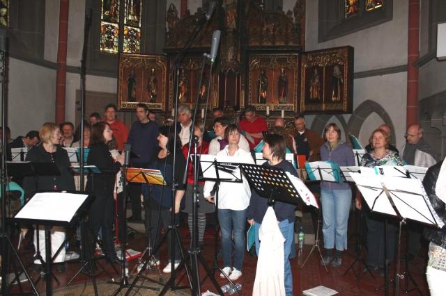 Auto News | Der SWR SonntagsChor in der St.-Nikolaus-Kirche, Bad Kreuznach, bei Aufnahmen für den SWR.