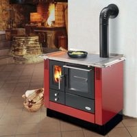 Fertighaus, Plusenergiehaus @ Hausbau-Seite.de | Heizbedarf: Kann im Niedrigenergiehaus als einzige Wärmequelle dienen: ein Holz-Kochherd.