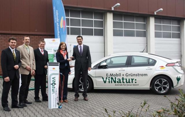 Elektroauto Infos & News @ ElektroMobil-Infos.de. Die Stadtwerke Menden erweiterten ihre Flotte um den elektrisch angetriebenen Opel Ampera. Foto: Stadtwerke Menden