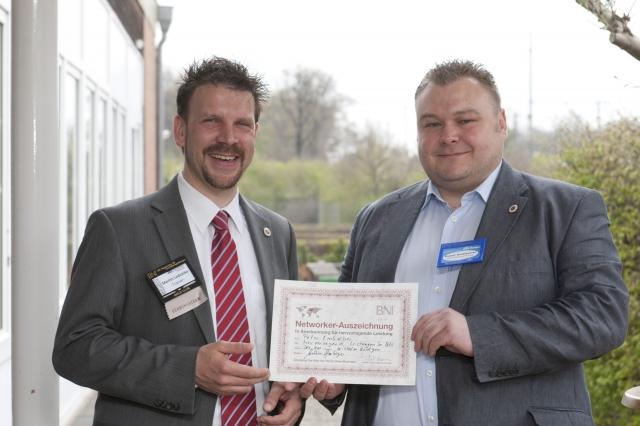 Niedersachsen-Infos.de - Niedersachsen Infos & Niedersachsen Tipps | Peter Embscher erhält von Martin Ledvinka BNI-Auszeichnung