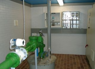 Saarland-Info.Net - Saarland Infos & Saarland Tipps | Tiefbrunnen Sonnenborn 1 Brunnenkammer