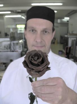 Wien-News.de - Wien Infos & Wien Tipps | Eine echte Rose mit hochwertigster Schokolade überzogen - ein edles Geschenk und eine Weltprämiere