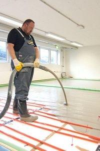 Alternative & Erneuerbare Energien News: Fußbodenaufbau: Der richtige Bodenaufbau bestimmt mit, wie effizient eine Fußbodenheizung arbeitet.