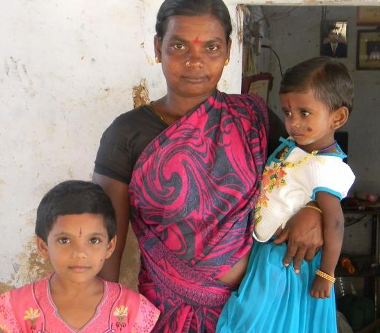 Babies & Kids @ Baby-Portal-123.de | Rhadas Töchter dürfen leben, weil sie in einem Dorf (in Indien) leben, in dem die Andheri-Hilfe sich gegen die Praxis der Mädchentötung einsetzt.