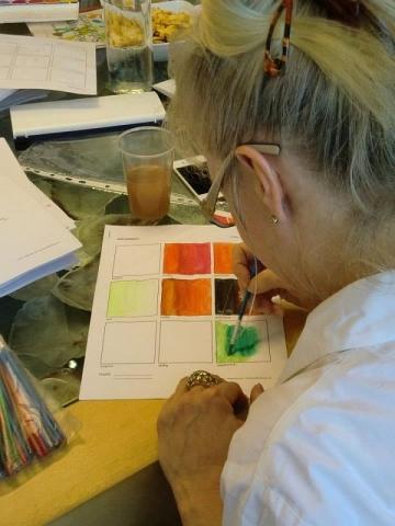 Rheinland-Pfalz-Info.Net - Rheinland-Pfalz Infos & Rheinland-Pfalz Tipps | Hotelarchitekten Corinna Kretschmar-Joehnk und Peter Joehnk in Mal-Aktion: Welche Farben wirken wie auf Hotelgäste?