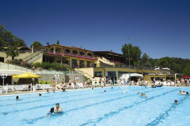 Italien-News.net - Italien Infos & Italien Tipps | So sehen Poole bei Eurocamp aus, dann klappt´s auch mit dem perfekten Campingurlaub: Norcenni Girasole Club in der Toskana ist ADAC Superplatz 2012