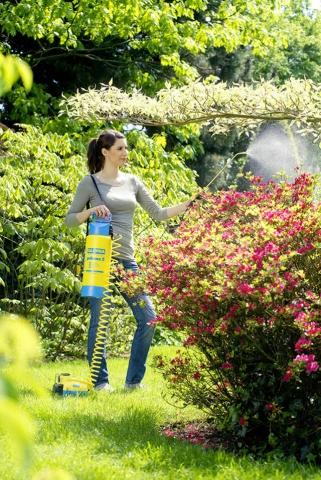 Kompakt, aber trotzdem eine große Hilfe in Haus und Garten: der 230-Volt-Kompressor 'Hobby EK 135' von Gloria.