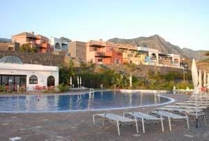 Gutscheine-247.de - Infos & Tipps rund um Gutscheine | Pool des Hotels mit Blick auf das Teno-Gebirge