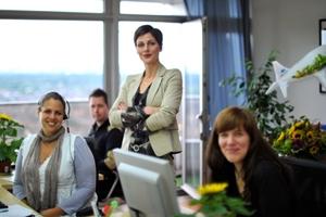 Gutscheine-247.de - Infos & Tipps rund um Gutscheine | Ira Hielscher, Gründerin und Eigentümerin der ANIMOD GmbH, mit dem ANIMOD-Support-Team