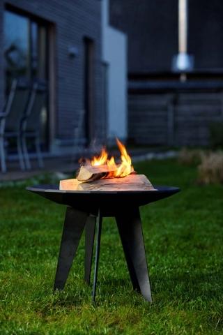 Technik-247.de - Technik Infos & Technik Tipps | Hochwertiges Design-Objekt sorgt für facettenreiches Flammenspiel und spendet angenehme Wärme