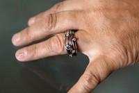 Von der Bestattung zum Diamanten: Im Vergleich zu traditionellen Bestattungsarten ist die Diamantbestattung eine sehr persönliche Form der Trauer und der Erinnerung.