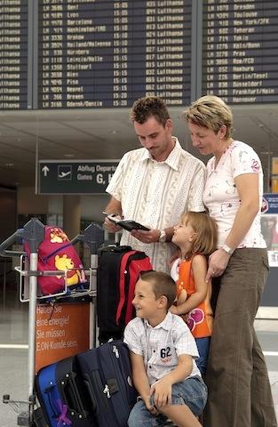 Europa-247.de - Europa Infos & Europa Tipps | Familie am Flughafen
