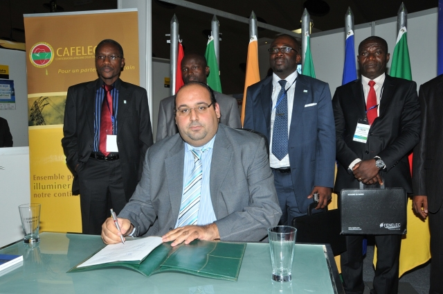 Afrika News & Afrika Infos & Afrika Tipps @ Afrika-123.de | elec expo & EneR Event 2011,Youssef Tagmouti, Präsident von FENELEC mit Vetretern von CAFELEC