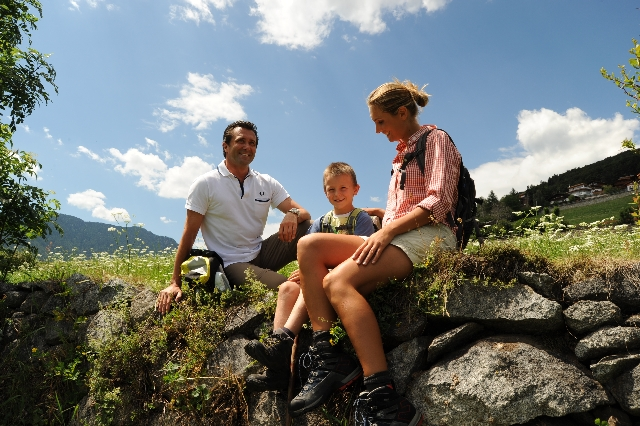 Auto News | Wandern in Südtirol. Im Naturhotel Rogen in Spinges-Mühlbach, nahe bei Brixen, am Eingang ins Pustertal liegt das Wanderparadies vor der Haustür.