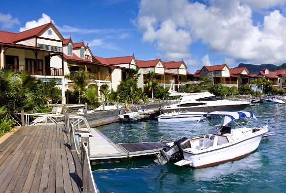 Indien-News.de - Indien Infos & Indien Tipps | Im Eden Island Resort liegt jede Immobilie direkt am Wasser