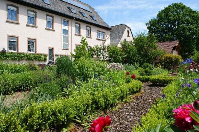 Rheinland-Pfalz-Info.Net - Rheinland-Pfalz Infos & Rheinland-Pfalz Tipps | Kräutergarten für eine regionale Frischeküche im Landidyll Hotel Kolstermühle in Münchweiler a.d. Alsenz