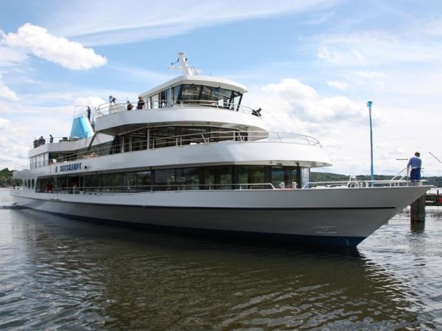 Tickets / Konzertkarten / Eintrittskarten | Noch nicht fertig, aber schon im Wasser: Die MS Seeshaupt.