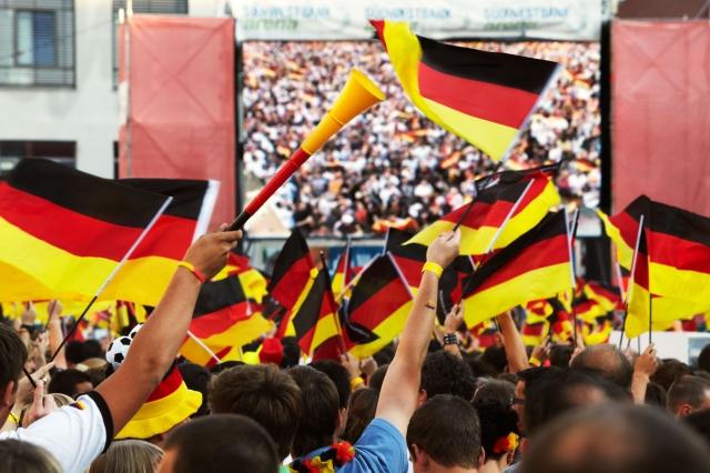 Auto News | Tor! Gol! MÃ¥l! Für alle, die bei der K.-o.-Runde der Fußball-EM in mehreren EM-Sprachen jubeln möchten, ist die neue App des VKD genau das Richtige.