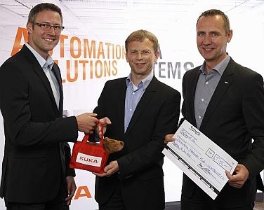 Auto News | Spendenübergabe mit LICHTBLICKE e.V. (v.l. Michael Büchler, Thomas Kleist (LICHTBLICKE e.V.), Frank Klingemann)