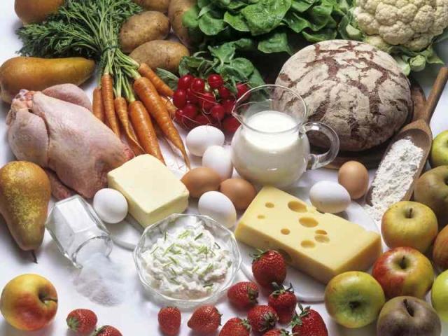 Bildzeile: Qualitativ hochwertiges Eiweiß steckt z. B. in Eiern, Quark, Joghurt und anderen Milchprodukten. Foto: Fotolia (No. 4714)