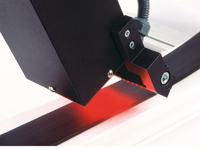 Nordrhein-Westfalen-Info.Net - Nordrhein-Westfalen Infos & Nordrhein-Westfalen Tipps | Mit einer kombinierten Beleuchtungs- und Kameraeinheit prüft PCR 20/40 die Partikelgröße auf Compound-Teststreifen.