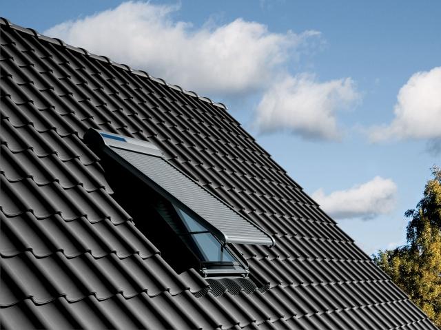 Hamburg-News.NET - Hamburg Infos & Hamburg Tipps | Mit dem Rollladen-Ausstellarm von VELUX gelangt auch bei geschlossenem Rollladenpanzer frische Luft in die Wohnräume.