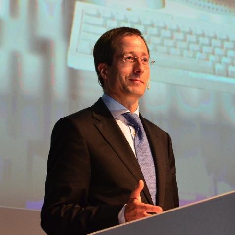 Auto News | Audis Finanz- und Organisationsvorstand Axel Strotbek sprach die Keynote auf dem automotiveDAY 2012
