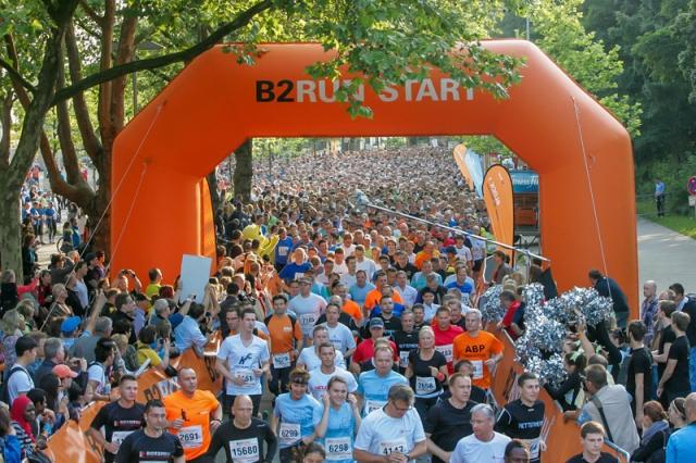 Berlin-News.NET - Berlin Infos & Berlin Tipps | 7.500 Läufer machten sich auf den Weg zum dritten B2RUN Dortmund