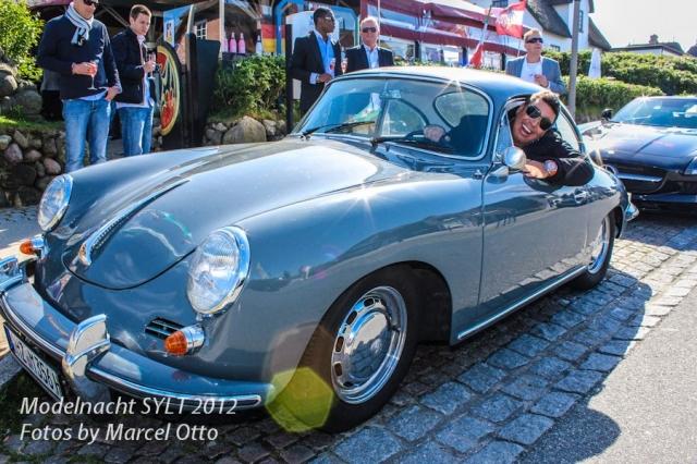 Hotel Infos & Hotel News @ Hotel-Info-24/7.de | Michael Ammer im Porsche 356 Coupé