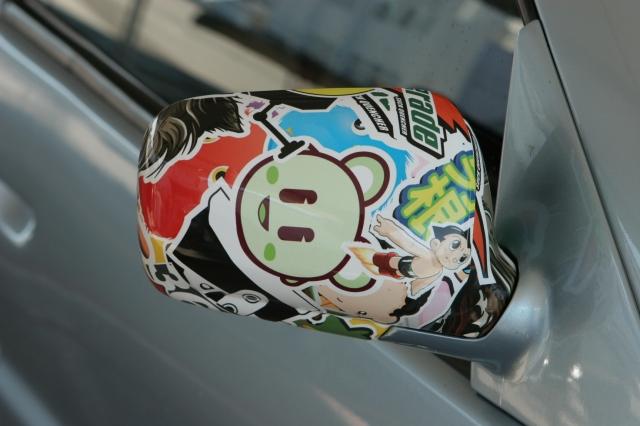 Auto News | Seitenspiegel mit Sticker Bomb Folie