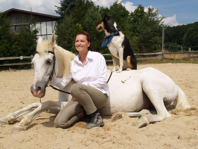Rom-News.de - Rom Infos & Rom Tipps | Ein unzertrennliches Team: Mensch, Pferd und Hund