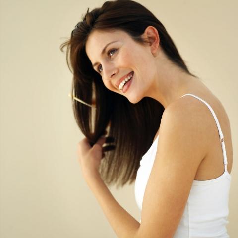 Shopping -News.de - Shopping Infos & Shopping Tipps | Hilfreich für die Haargesundheit ist eine Kombination von Kieselsäure, dem Spurenelement Zink und dem Vitamin Biotin mit dem Extrakt des Vitalpilzes Polyporus umbellatus erwiesen.