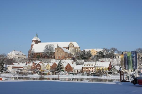 Hotel Infos & Hotel News @ Hotel-Info-24/7.de | Winterimpressionenen: Der Dom in Havelberg - Blick von der Kiebitzberg® Schiffswerft
