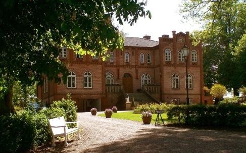 Schleswig-Holstein-Info.Net - Schleswig-Holstein Infos & Schleswig-Holstein Tipps | Herrenhaus des im 13. Jahrhundert erstmalig erwähnten Gut Görtz.