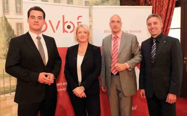 Sport-News-123.de | Der gewählte Vorstand führt den bvbf an (v.l.n.r.): Johannes Tröndle, Nicole Schulte-Frankenfeld (Vorsitzende), Ludger Baukmann, Toni Thorwarth