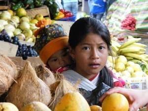 Amerika News & Amerika Infos & Amerika Tipps | Kinder auf dem Markt von Ibarra, Ecuador