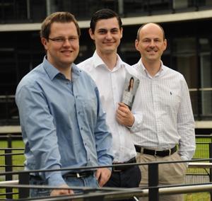 Das fianc-Team von links: Matthias Neugebauer, Artur Schlaht, Prof. Dr. Frédéric Thiesse (Mentor)